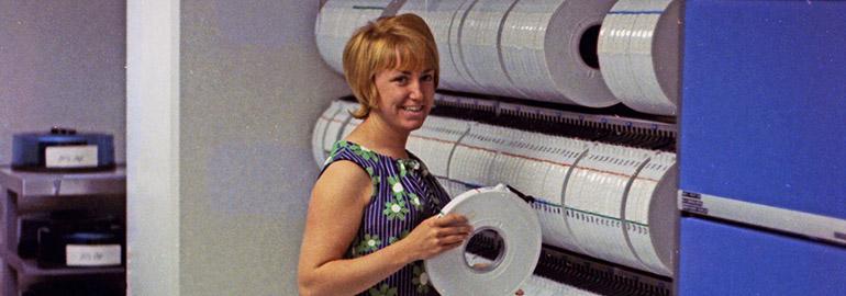 Обложка: Женщины в Bell Labs 1960-х годов — в фотографиях на фоне огромных ЭВМ тех времён
