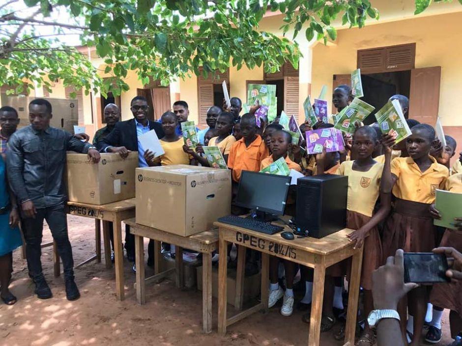 Африканские ученики и новые компьютеры