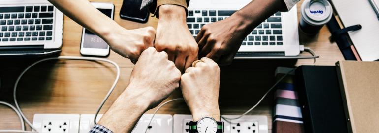 Обложка: Как перестать бесить коллег-разработчиков